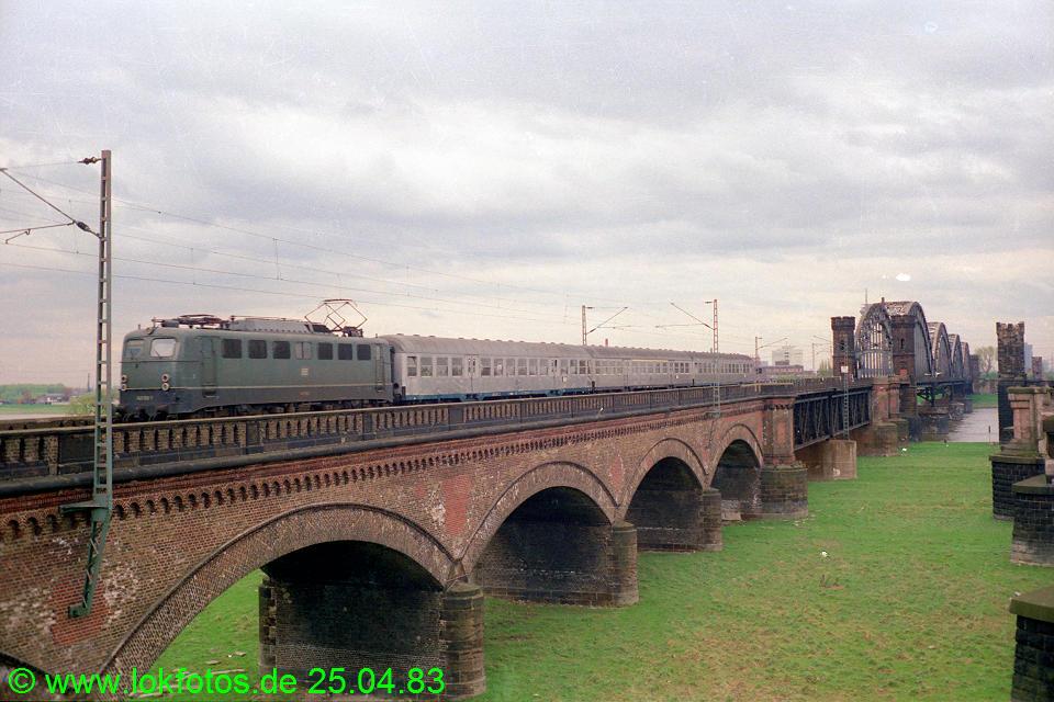 http://www.lokfotos.de/fotos/1983/0425/02036.jpg
