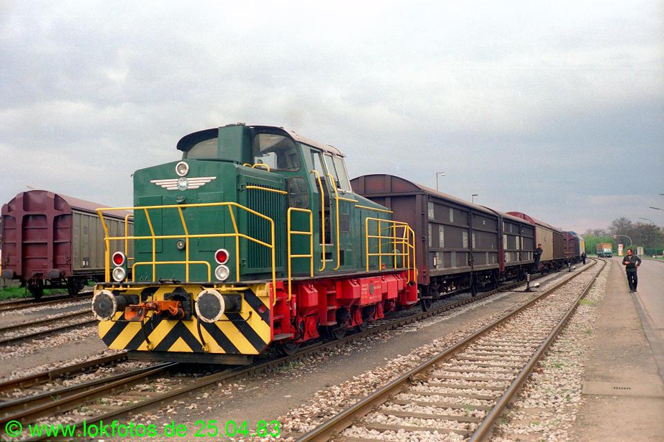 http://www.lokfotos.de/fotos/1983/0425/02040.jpg