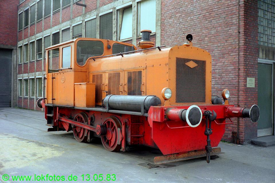 http://www.lokfotos.de/fotos/1983/0513/02066.jpg