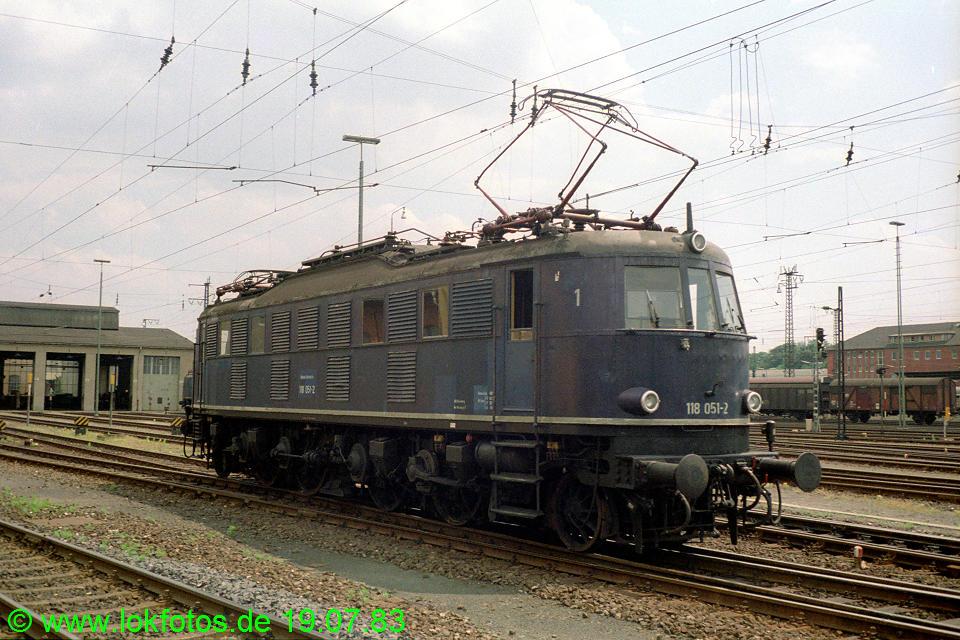 http://www.lokfotos.de/fotos/1983/0719/02563.jpg