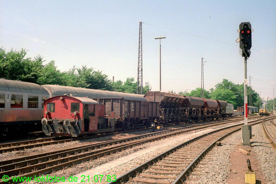 http://www.lokfotos.de/fotos/1983/0721/02644.jpg