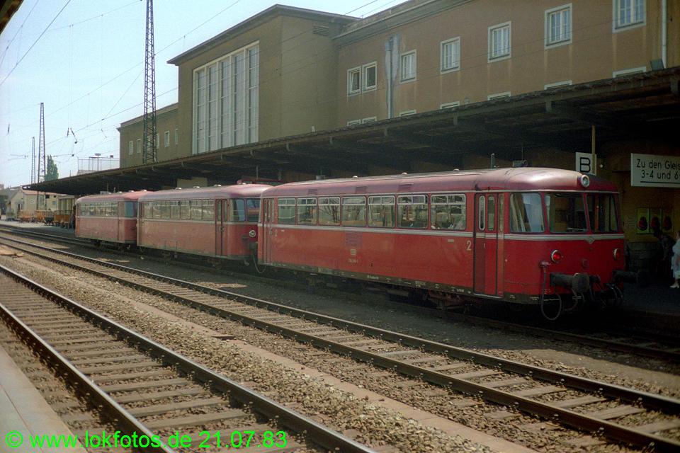 http://www.lokfotos.de/fotos/1983/0721/02645.jpg