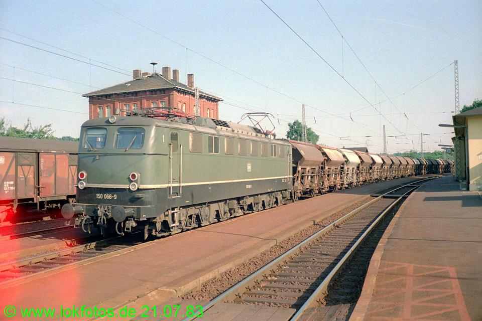 http://www.lokfotos.de/fotos/1983/0721/02657.jpg