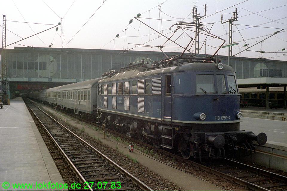 http://www.lokfotos.de/fotos/1983/0727/02762.jpg