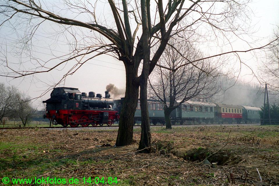 http://www.lokfotos.de/fotos/1984/0414/03284.jpg