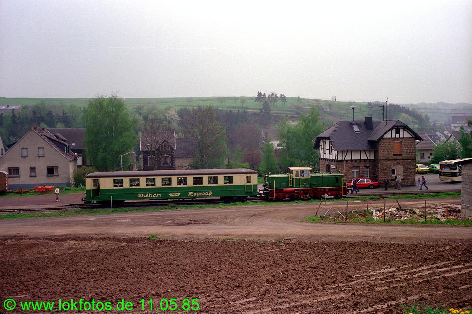 http://www.lokfotos.de/fotos/1985/0511/04574.jpg