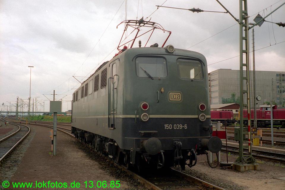 http://www.lokfotos.de/fotos/1985/0613/04625.jpg