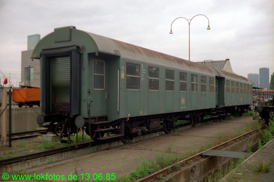 http://www.lokfotos.de/fotos/1985/0613/04655.jpg