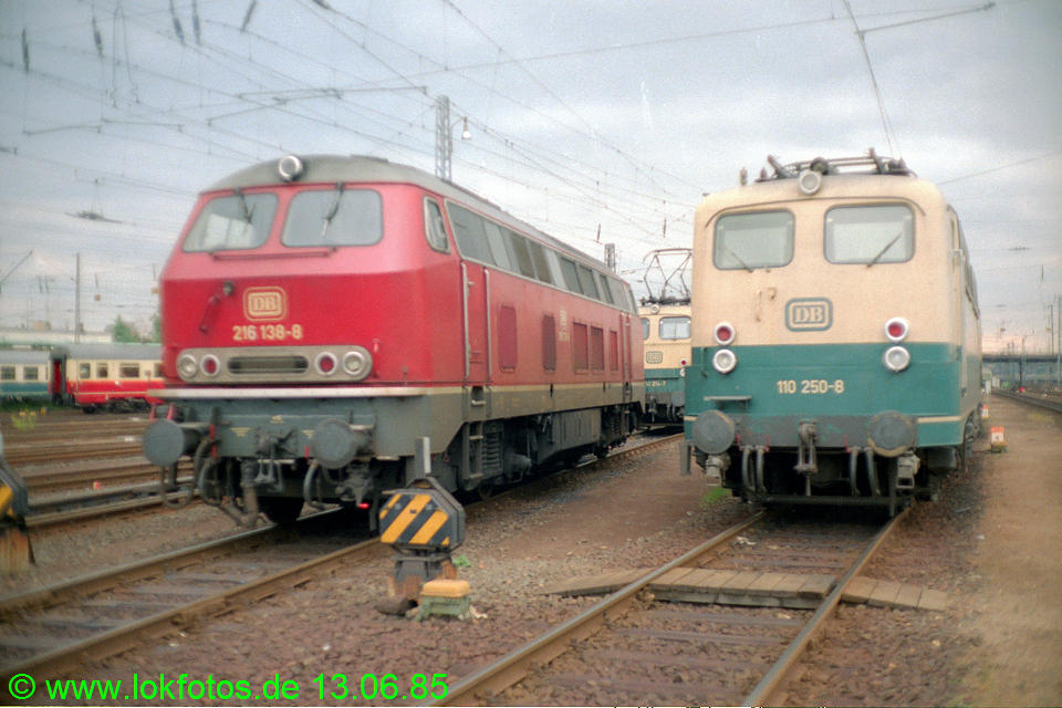http://www.lokfotos.de/fotos/1985/0613/04665.jpg