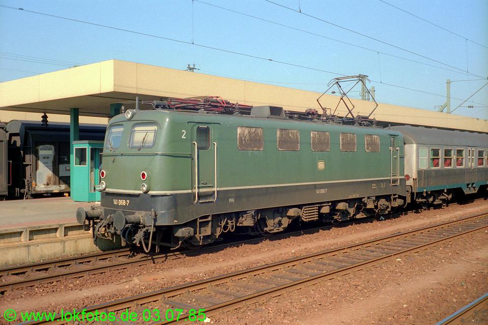 http://www.lokfotos.de/fotos/1985/0703/04667.jpg