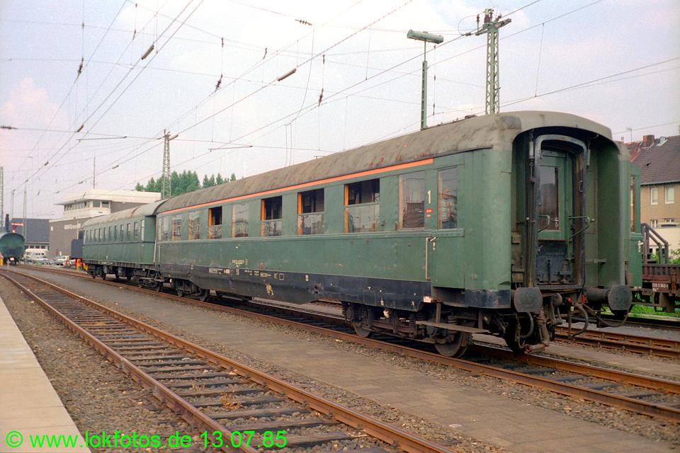 http://www.lokfotos.de/fotos/1985/0713/04934.jpg