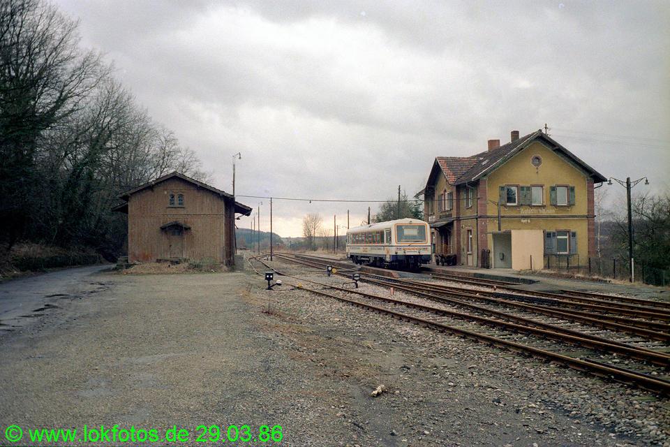 http://www.lokfotos.de/fotos/1986/0329/06009.jpg