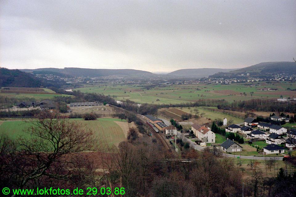 http://www.lokfotos.de/fotos/1986/0329/06014.jpg