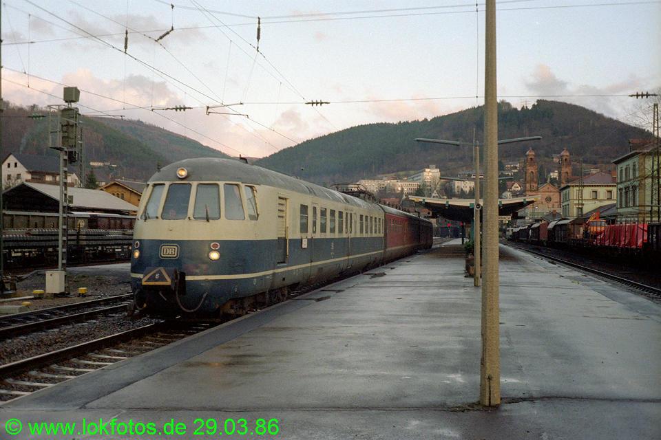 http://www.lokfotos.de/fotos/1986/0329/06016.jpg