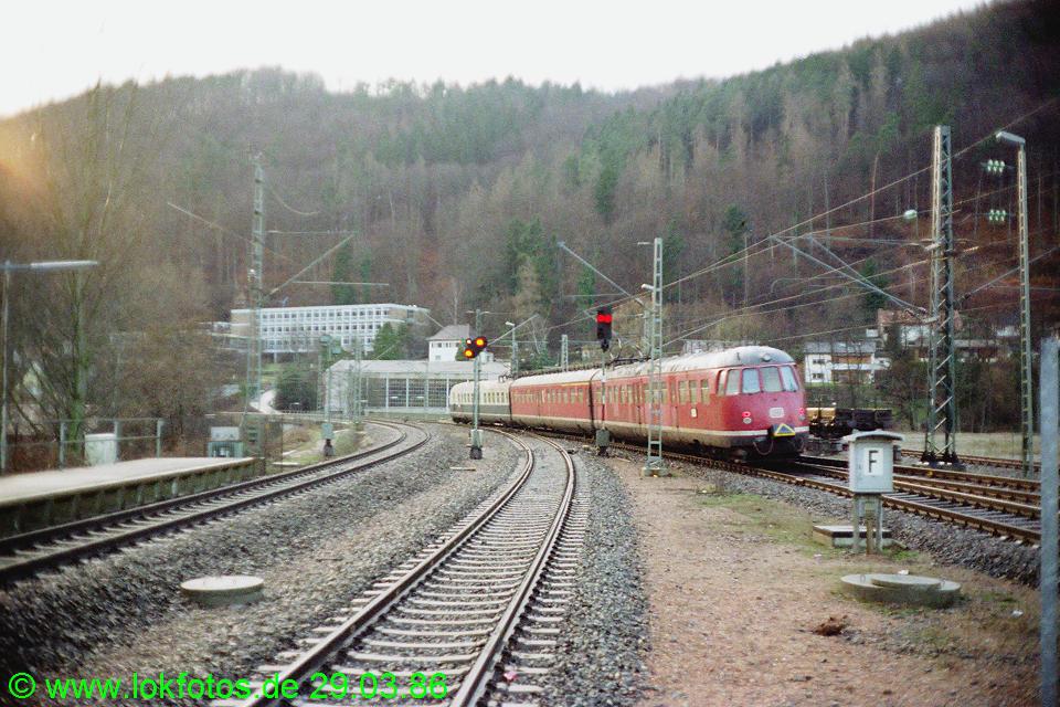 http://www.lokfotos.de/fotos/1986/0329/06018.jpg