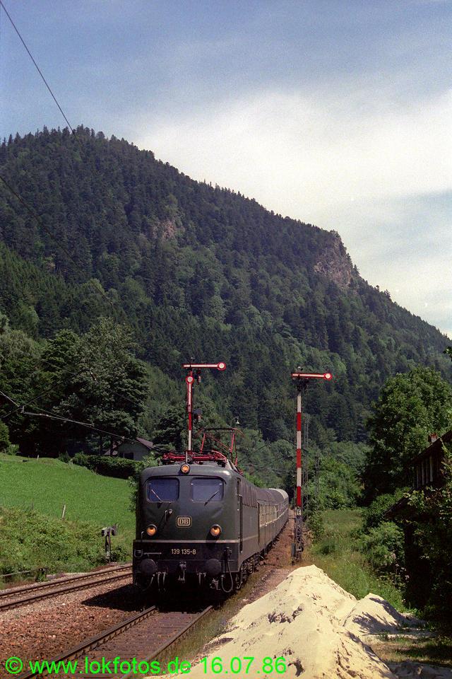 http://www.lokfotos.de/fotos/1986/0716/06162.jpg