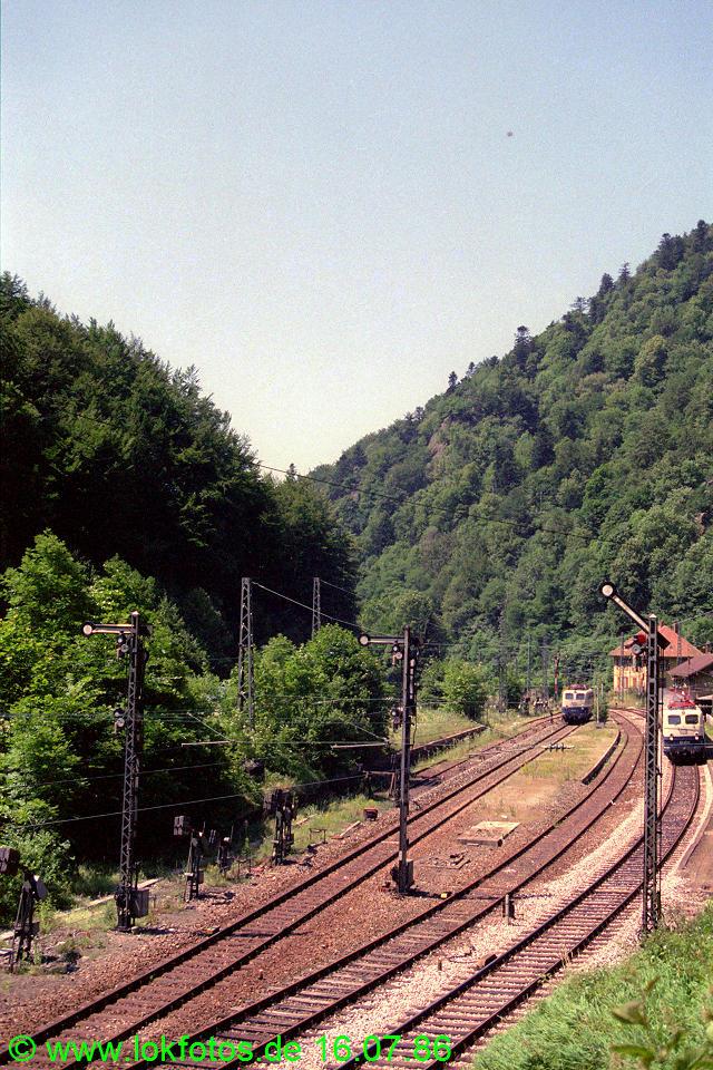 http://www.lokfotos.de/fotos/1986/0716/06164.jpg