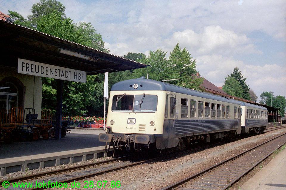 http://www.lokfotos.de/fotos/1986/0728/06331.jpg