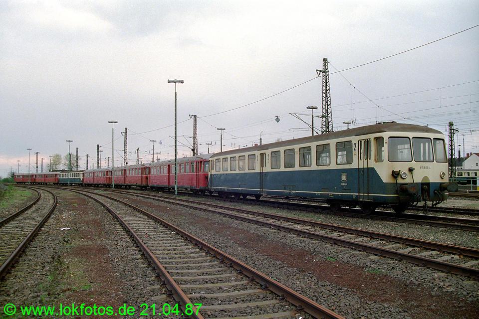 http://www.lokfotos.de/fotos/1987/0421/07220.jpg