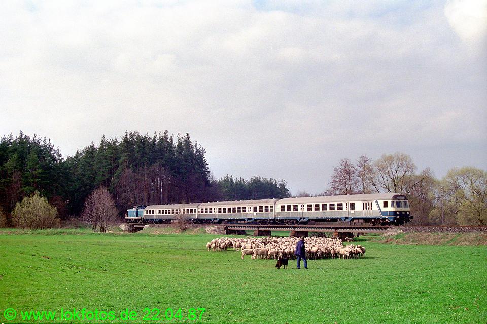 http://www.lokfotos.de/fotos/1987/0422/07330.jpg