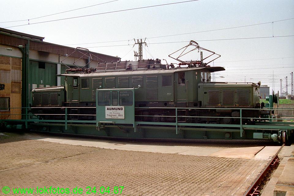 http://www.lokfotos.de/fotos/1987/0424/07407.jpg