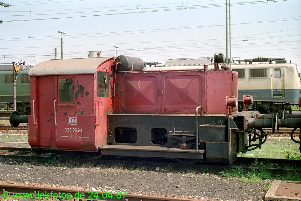 http://www.lokfotos.de/fotos/1987/0424/07413.jpg