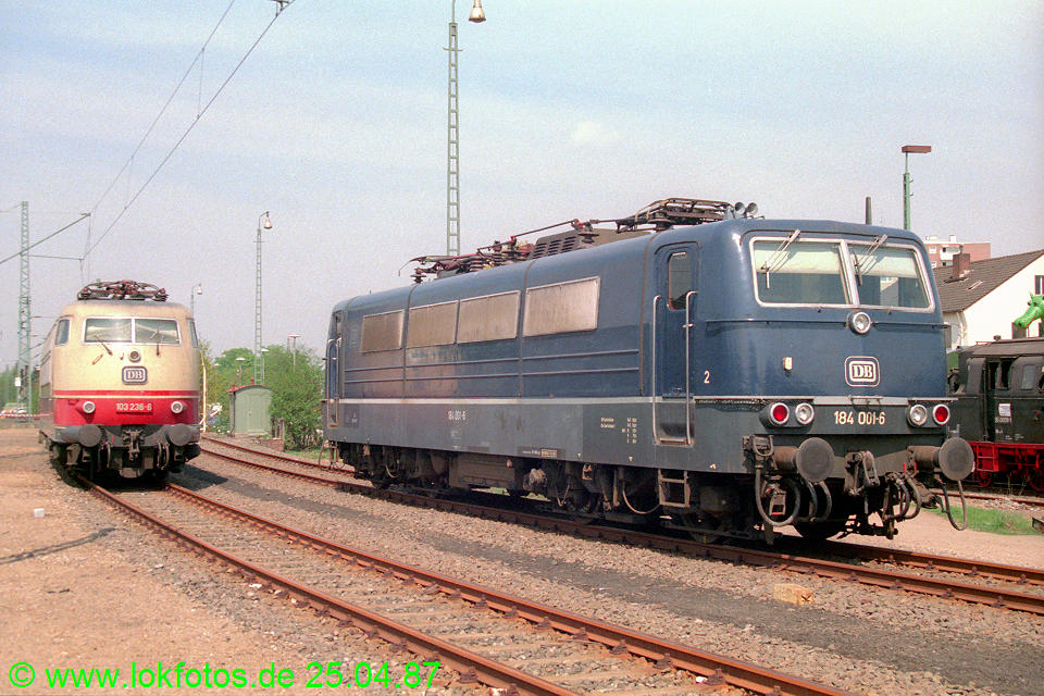 http://www.lokfotos.de/fotos/1987/0425/07427.jpg