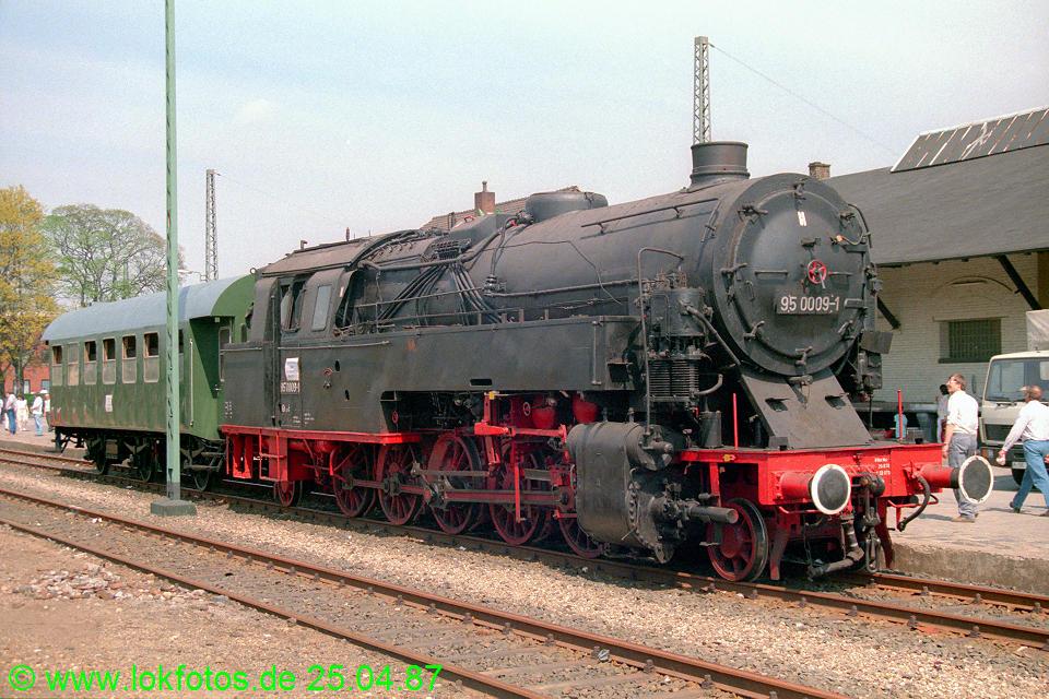 http://www.lokfotos.de/fotos/1987/0425/07428.jpg