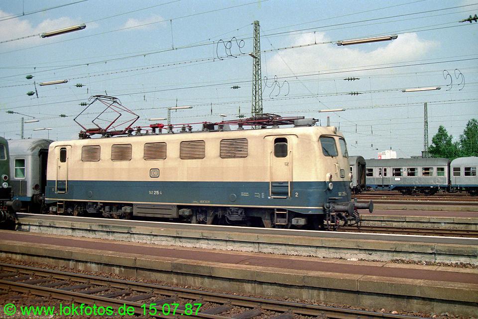 http://www.lokfotos.de/fotos/1987/0715/07460.jpg