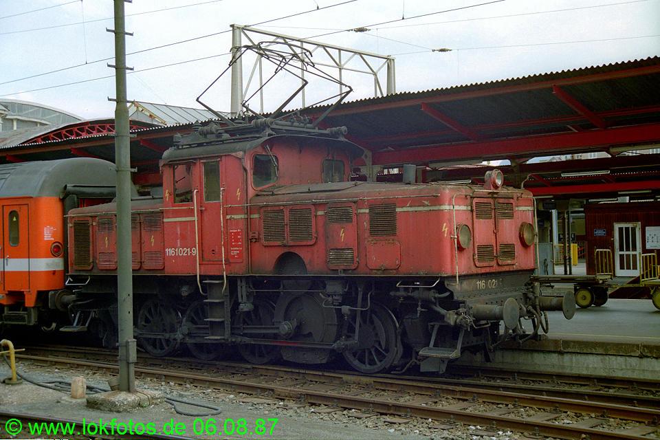 http://www.lokfotos.de/fotos/1987/0806/07919.jpg