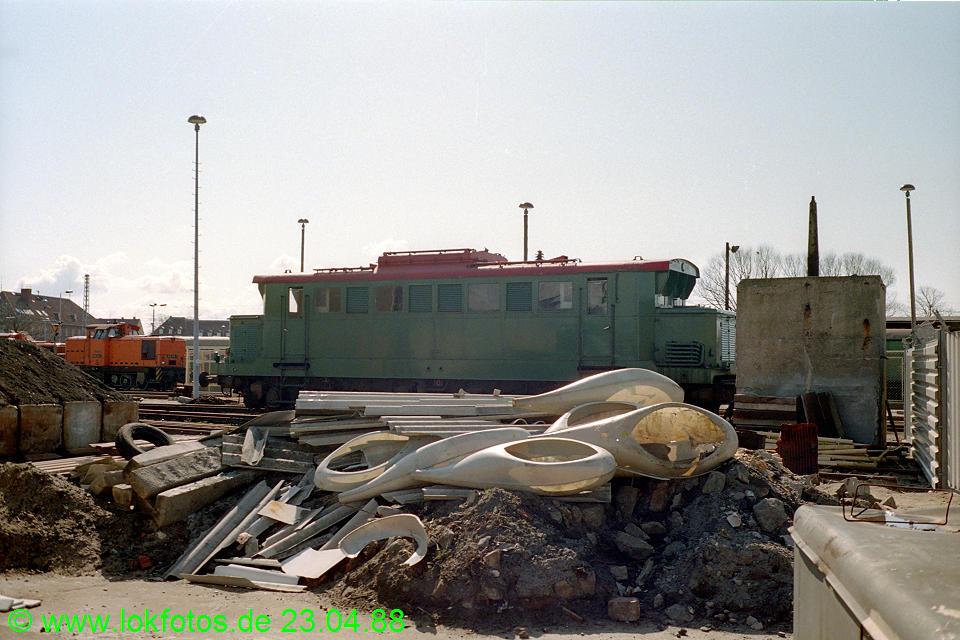 http://www.lokfotos.de/fotos/1988/0423/08284.jpg