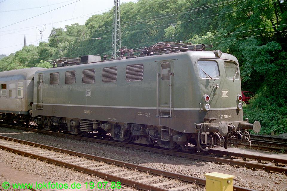 http://www.lokfotos.de/fotos/1988/0719/08538.jpg