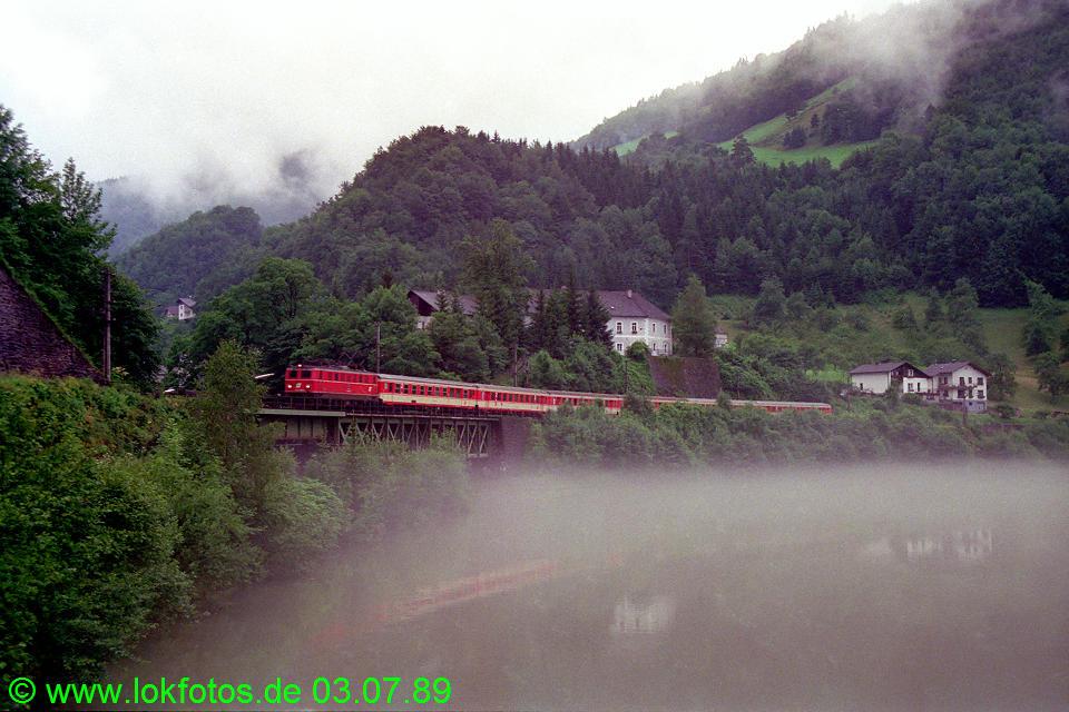 http://www.lokfotos.de/fotos/1989/0703/09460.jpg