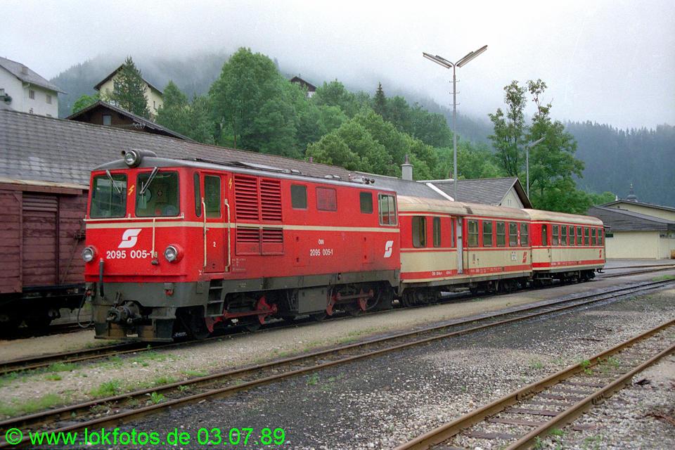 http://www.lokfotos.de/fotos/1989/0703/09461.jpg
