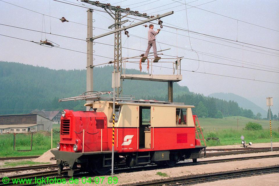 http://www.lokfotos.de/fotos/1989/0704/09463.jpg