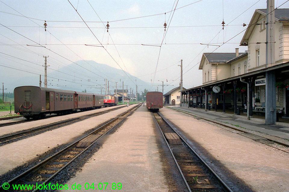 http://www.lokfotos.de/fotos/1989/0704/09464.jpg