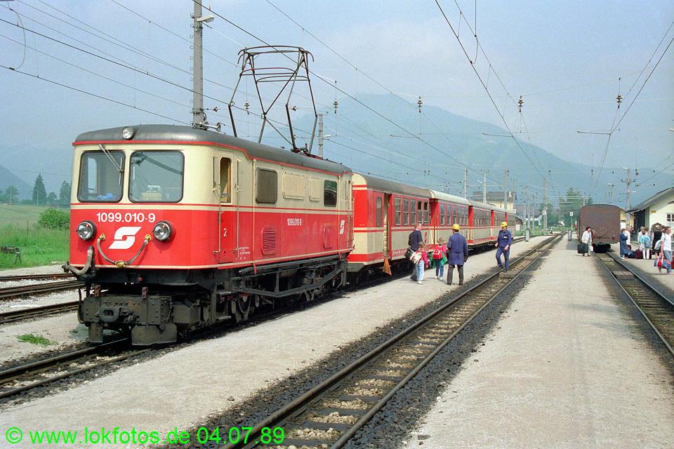 http://www.lokfotos.de/fotos/1989/0704/09481.jpg