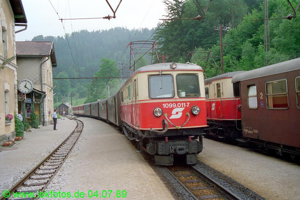 http://www.lokfotos.de/fotos/1989/0704/09483.jpg
