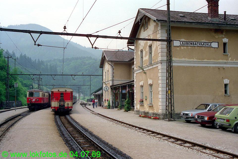 http://www.lokfotos.de/fotos/1989/0704/09484.jpg