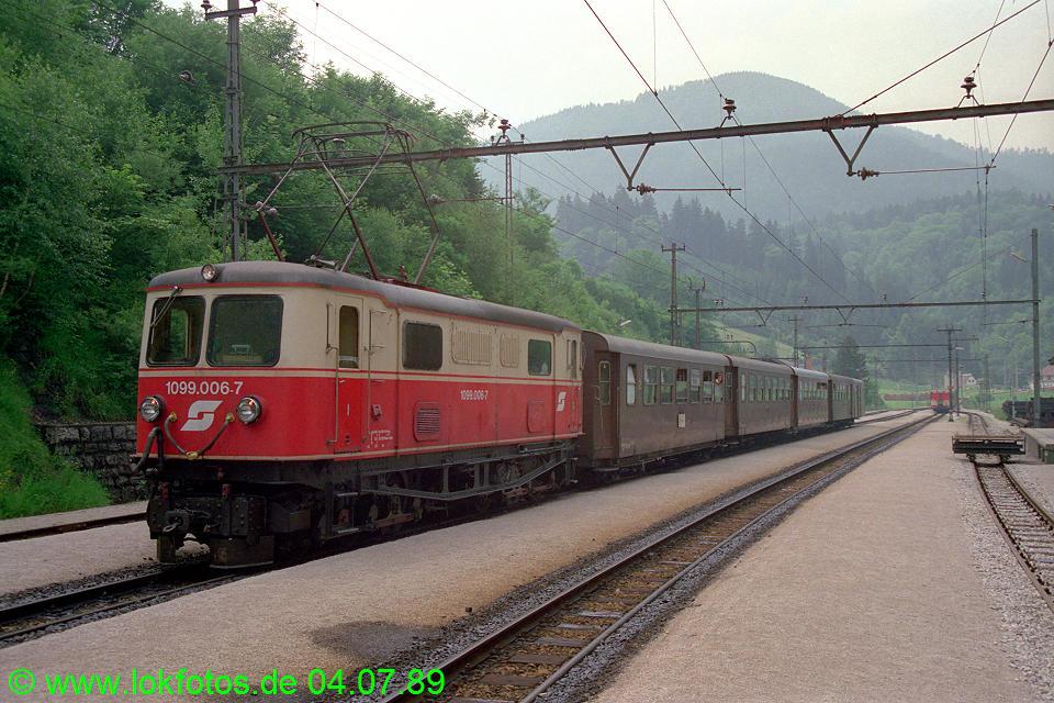 http://www.lokfotos.de/fotos/1989/0704/09485.jpg