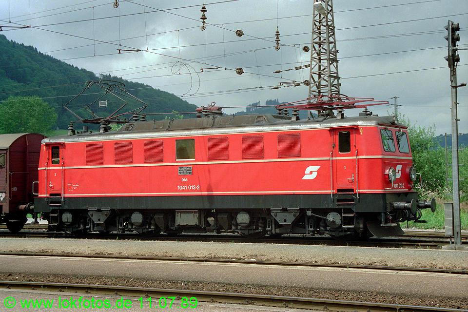 http://www.lokfotos.de/fotos/1989/0711/09703.jpg