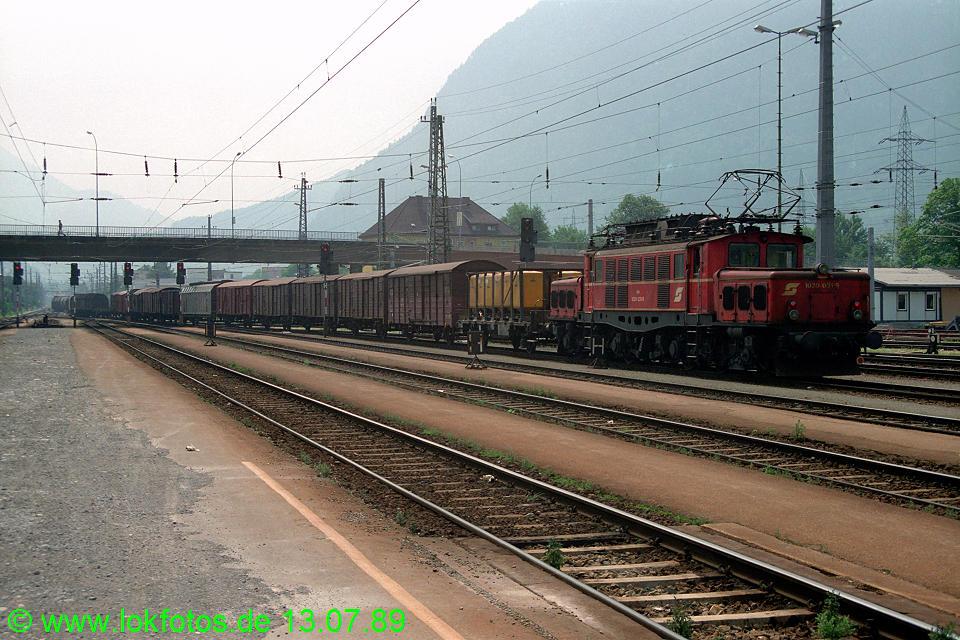http://www.lokfotos.de/fotos/1989/0713/09777.jpg