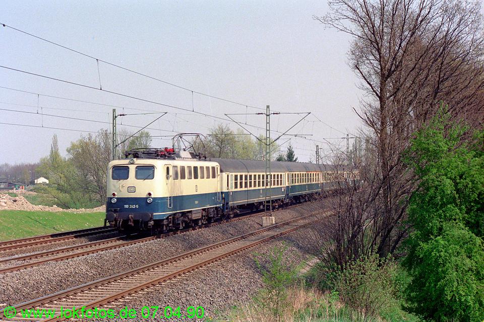 http://www.lokfotos.de/fotos/1990/0407/10071.jpg