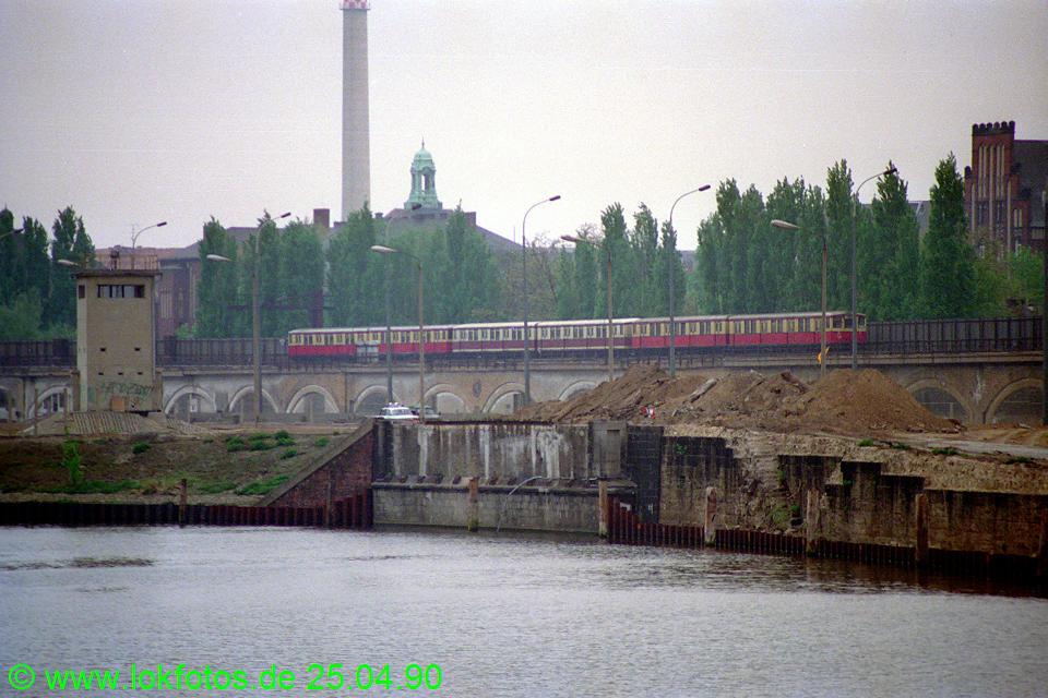 http://www.lokfotos.de/fotos/1990/0425/10118.jpg