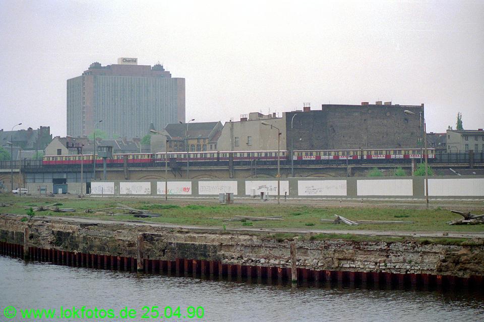 http://www.lokfotos.de/fotos/1990/0425/10119.jpg