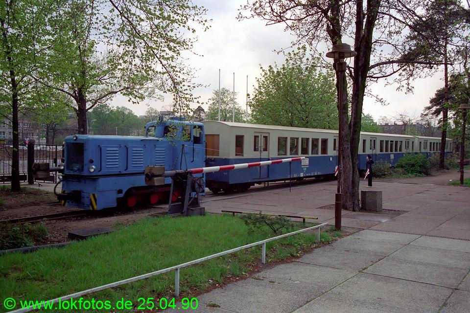 http://www.lokfotos.de/fotos/1990/0425/10126.jpg