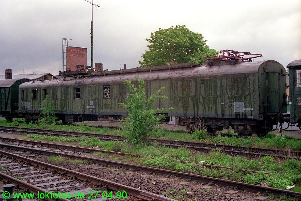 http://www.lokfotos.de/fotos/1990/0427/10205.jpg