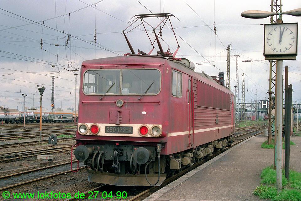 http://www.lokfotos.de/fotos/1990/0427/10208.jpg