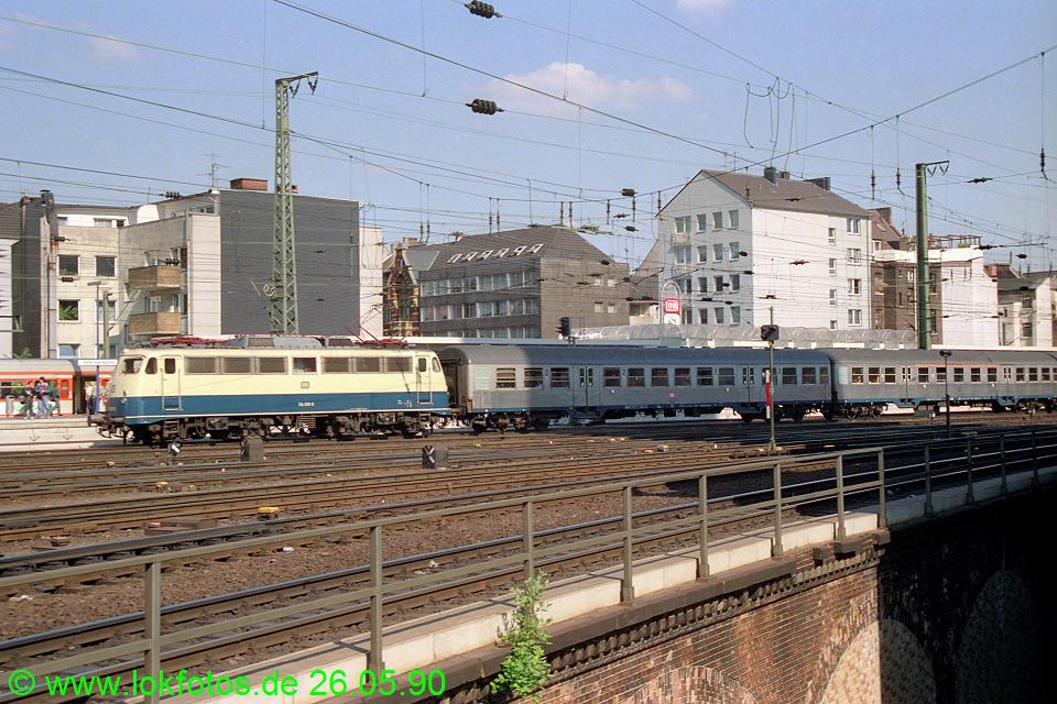 http://www.lokfotos.de/fotos/1990/0526/10338.jpg