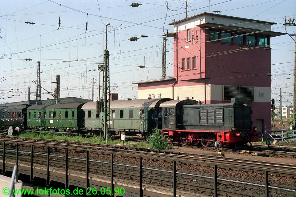 http://www.lokfotos.de/fotos/1990/0526/10340.jpg